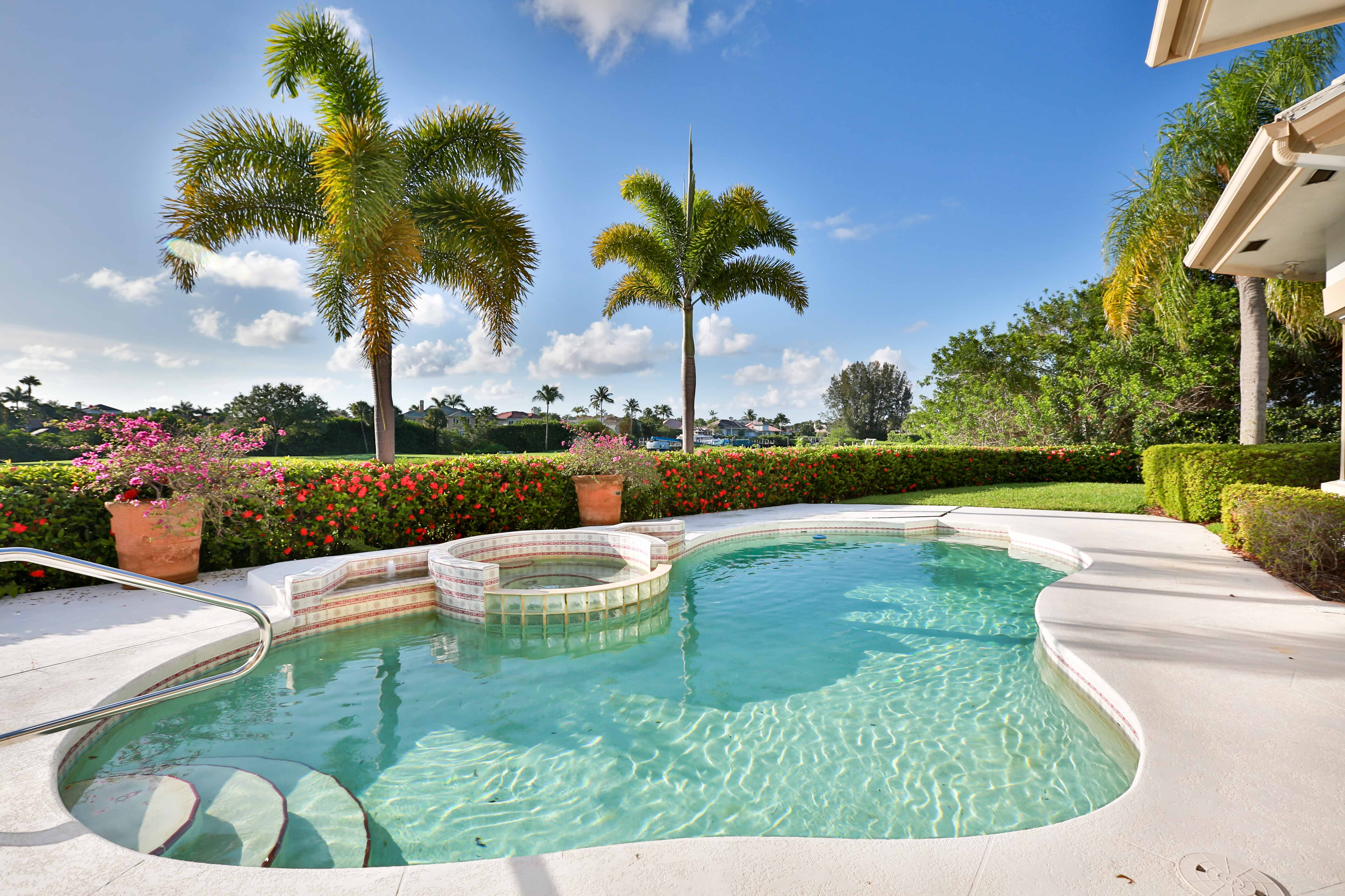 What is a saltwater pool crystal clear aquatics pool - Crystal clear pool service ...